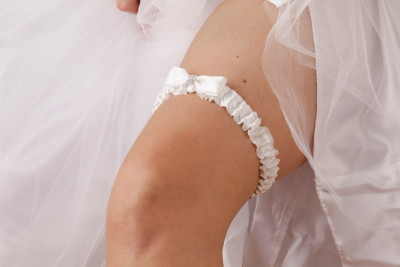 Dante Bridal White Wedding Garter with bow